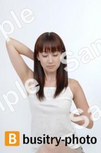 ストレッチをする女性