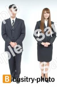 立っている男性と女性
