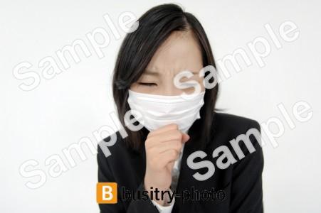マスクをつけた女性