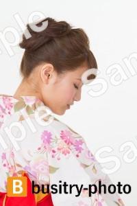 着物姿の女性の横顔