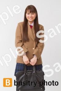 かばんを持つ女子高生