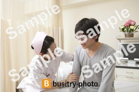 男性患者と看護師