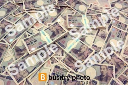 大量にばらまかれた一万円札と札束