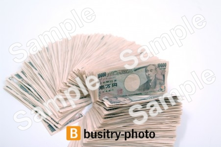 扇形に並べられた一万円札